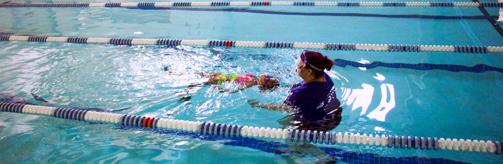 one on one student and swim instructor